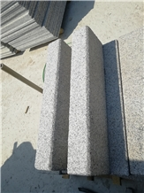 China Cheapest Grey Granite Road Side Kerbs Stone