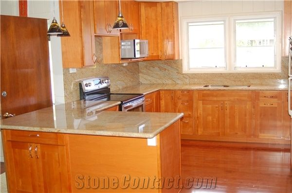 Verniz Tropical Granite Countertop And, What Color Countertops With Maple Cabinets