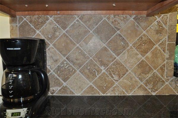 Tumbled Travertine Stone In Diamond Pattern Backsplash Classic Beige Travertine Traditional Kitchen Design From United States Stonecontact Com