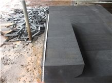 China Grey Andesite Cheap Hainan Black Basalt Kerbstone, Curbstone in Machine Cut/Sawn Cut for Road Side, Natural Building Stone with Bevel Edge, Quarry Owner Manufacturer in Competitive Prices