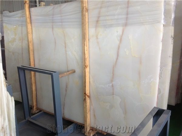 China Luxury Backlit White Onyx With Yellow Veins Lines
