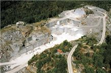 /quarries-101/blue-pearl-hq-blue-pearl-db-granite-quarry-tvedalen