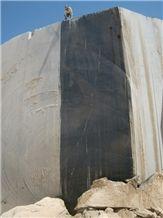 /picture/Quarry/201109/55703/iran-nero-marquina-marble-golden-black-marble-quarry-quarry1-289B.JPG
