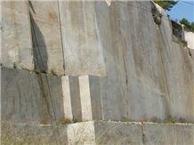 /quarries-270/beiserpiente-beige-serpiente-marble-quarry