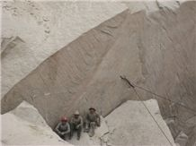/picture/Quarry/201201/33587/golden-sand-g682-granite-quarry1-448B.JPG