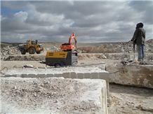 /picture/Quarry/201202/70349/thala-beige-limestone-quarry-quarry1-485B.JPG
