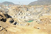 /picture/Quarry/201207/68036/imgc-black-galaxy-granite-quarry-quarry1-830B.JPG