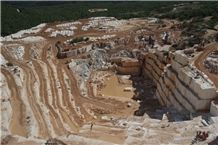 /picture/Quarry/201210/90532/kyknos-white-kycnos-white-marble-quarry-quarry1-1105B.JPG