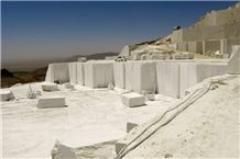/picture/Quarry/201304/96377/kara-dehbid-beige-marble-quarry-quarry1-1589B.JPG