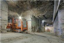 /picture/Quarry/201308/21714/portland-stone-quarry-jordans-basebed-limestone-quarry1-1740B.JPG