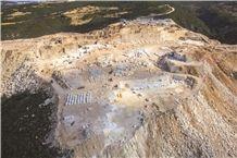 /picture/Quarry/201311/1322/crema-nuova-marble-quarry-crema-nova-marble-quarry1-1463B.JPG
