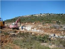 /picture/Quarry/201404/56745/piedra-ulldecona-montsia-and-maria-crema-cenia-cenia-beige-and-cenia-azul-grey-cenia-limestone-quarries-quarry1-2266B.JPG