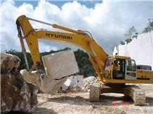 /picture/Quarry/201408/111851/zion-beige-marble-quarry-quarry1-2570B.JPG