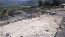 /picture/Quarry/20149/113640/chocolate-brown-granite-quarry-quarry1-2650B.JPG