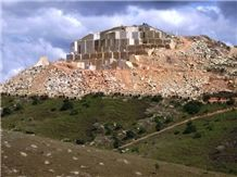 /picture/Quarry/20149/113640/gold-brasil-new-venetian-gold-granite-quarry-quarry1-2649B.JPG