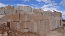 /picture/suppliers/201411/19510/gold-brasil-new-venetian-gold-own-quarry-quarry1-2692B.JPG