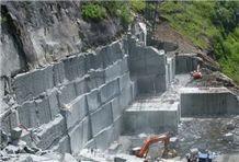 /picture/suppliers/201510/124343/serizzo-antigorio-chiaro-serizzo-antigorio-scuro-granite-quarry-quarry1-3798B.JPG