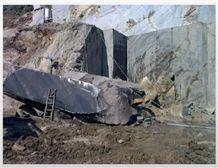 /picture/suppliers/201511/30741/alexandrette-black-marble-oro-venato-bruno-perla-marble-quarry-quarry1-3826B.JPG