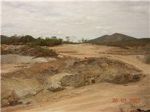/picture/suppliers/20152/117153/aruba-gold-granite-quarry-quarry1-2995B.JPG
