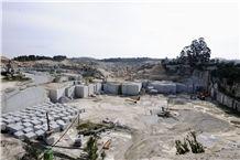 /picture/suppliers/20152/117153/gris-perla-granite-quarry-quarry1-2993B.JPG
