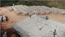 /picture/suppliers/20153/23098/ouro-brazil-granite-quarry-quarry1-3081B.JPG