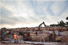 /picture/suppliers/20154/118065/ataija-azul-limestone-moleanos-quarry-quarry1-3220B.JPG