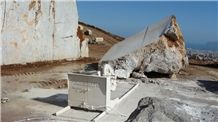 /picture/suppliers/20154/119131/grigio-billiemi-marble-quarry-quarry1-3156B.JPG