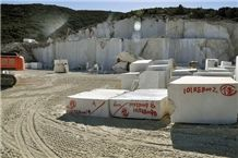 /picture/suppliers/20156/18411/empire-beige-marble-quarry-quarry1-3386B.JPG
