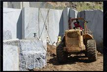 /quarries-3520/jazida-sodalita-brazil-sodalite-quarry