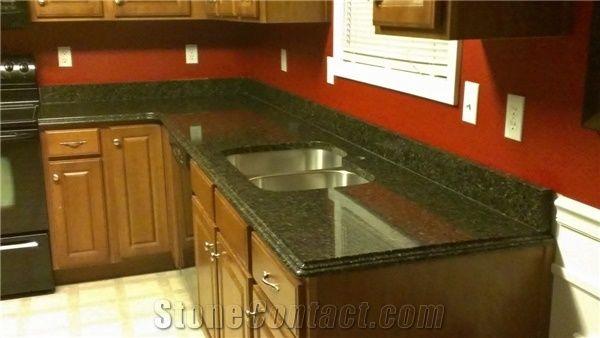 Uba Tuba Green Granite Kitchen Countertop On Cherry Cabinets Seamless Corner