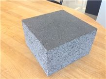 China Yunnan Black Basalt Honed Lava Stone Cube Stone for Paving