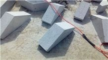 Sd-G603 Silver Grey Granite Fine Picked Bushhammered Wall Blocks Quoins Bases with Holes