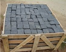 China Zhangpu Black Basalt Granite with Natural Split Flamed Tumbled Cube Stone for Exterior Floor Paving Pavement Driveway Walkway Stepping Garden Back Netting Fan Shape Cobble Mosaic Pattern Cubesto