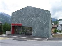 Vert Evolene Gneiss Facade- Banque Raiffeisen