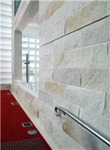White/Yellow Artificial Castle Stone Wall