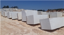 Moca Creme Medium Grain Limestone Block