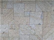 Granito Amarelo Ponte De Lima Puzzle Efect Pattern