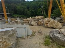 Pietra Piasentina / Piasentina Stone Blocks