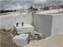 Granito Blanco Almendra Granite Block