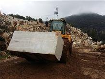 /picture201511/Quarry/201512/120420/kunt-silver-royal-marble-quarry-quarry1-3860B.JPG