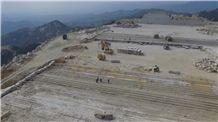 /picture201511/Quarry/201611/134613/xinjiang-bazhou-yanqixian-new-fuxing-white-grain-xinjiang-granite-quarry-quarry1-4564B.JPG
