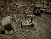 /picture201511/Quarry/201611/30796/travertino-chala-quarry-quarry1-4577B.JPG
