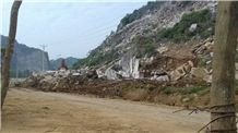 /picture201511/Quarry/201612/133205/nui-loang-yen-lam-yen-dinh-dragon-red-marble-quarry-quarry1-4627B.JPG