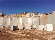 /quarries-4793/morocco-beige-limestone-zola-beige-chablis-piedra-crema-maroc-quarry