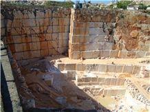 /picture201511/Quarry/20174/139965/portuguese-marble-branco-estremoz-quarry-quarry1-4856B.JPG