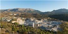 /picture201511/Quarry/20174/15919/blanco-perla-granite-quarry-white-perla-quarry1-4835B.JPG