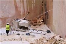 /picture201511/Quarry/201811/154078/creme-el-rei-marble-creme-vergado-estremoz-vergado-marble-quarry-quarry1-5790B.JPG
