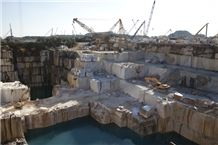 /picture201511/Quarry/201812/154260/pele-tigre-marble-quarry-quarry1-5834B.JPG