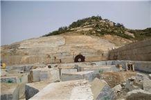/picture201511/Quarry/20188/151636/nero-santiago-granite-wood-grain-granite-g302-granite-quarry-quarry1-5520B.JPG