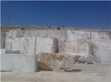 /picture201511/Quarry/20189/95802/irish-cream-travertine-quarry-quarry1-5566B.JPG